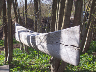www.foerderverein-kunsthaus-am-schueberg.de-Roger-Rigorth-Holzskulptur-Boot